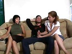 одетые девушки дрочат голым парням фото